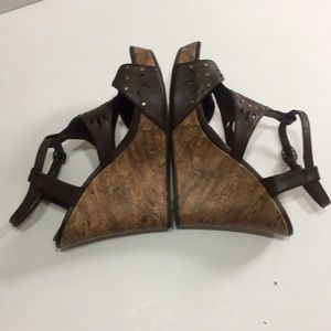 Brown open toed wedges